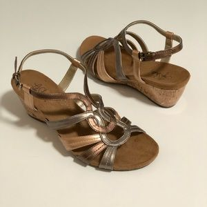 NWOT Life Stride Nomad metallic wedge sandals